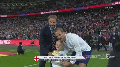 Harry Kane presume su Bota de Oro mundialista en Wembley