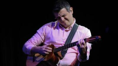 Héctor Molina experimenta nuevos caminos sin olvidar sus raíces