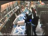 Roban gran cantidad de armas de fuego de una tienda: los ladrones quedaron grabados en las cámaras de seguridad