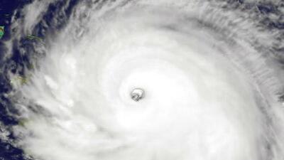 Así es el cazahuracanes, un avión tripulado que entra al ojo de Irma