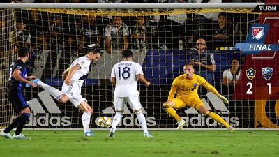 Uriel Antuna le dio el triunfo al Galaxy con gol y asistencia a Zlatan que sigue al acecho de Vela