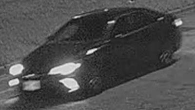 Revelan las imágenes del auto que puede estar involucrado en la balacera contra un oficial de Chicago