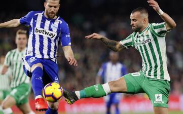 En fotos: con Guardado y Lainez el Real Betis concede un empate en casa ante el Alavés