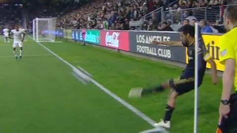 Aparece la zurda de 'cracklitos' Vela, para servir el primer gol del LAFC