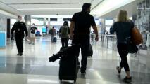 Este domingo puede ser el día con mayor actividad en los aeropuertos de EEUU desde el inicio de la pandemia
