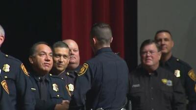 Se gradúan 45 nuevos cadetes de la policía de San Antonio