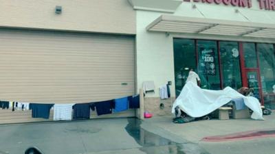 Contratistas de Austin continúan las limpiezas cerca de los campamentos de personas sin hogar