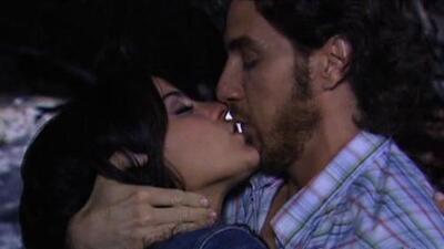 Maite Perroni y Eugenio Siller, ¡besos de pecado!