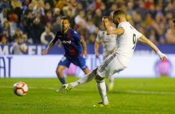 En fotos: con dos penaltis el Real Madrid cosecha la victoria en campo del Levante