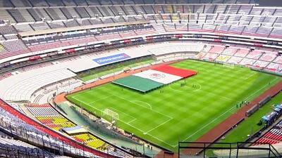 A horas del juego, en el Azteca se ensaya hasta la presentación de la bandera mexicana