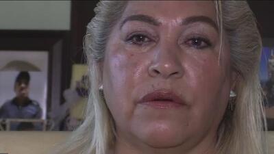 Una mujer de Phoenix busca a su hijo desaparecido hace más de un año