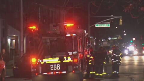 Autoridades investigan las causas de un incendio en el que murió una joven de 16 años en Queens