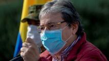 Luto en Colombia por la muerte de Carlos Holmes, el ministro de Defensa que no pudo ganarle la batalla al coronavirus