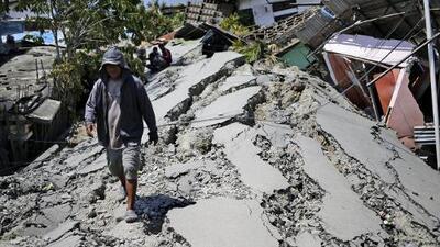 """""""Sufrimos un desastre y el gobierno no nos ayuda"""": sube a más de 1,200 los fallecidos por terremotos y tsunami en Indonesia"""