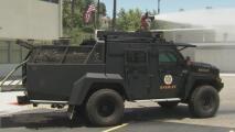 Blindado y poderoso: así es el nuevo vehículo del equipo de tácticas especiales del Alguacil de Los Ángeles