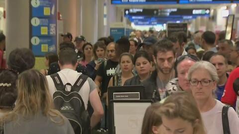 Continúa el drama de cientos de pasajeros varados en el Aeropuerto Internacional de Miami