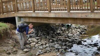 """""""Estamos destrozados"""": la policía cree haber hallado el cuerpo del niño que se extravió en un parque de Carolina del Norte"""