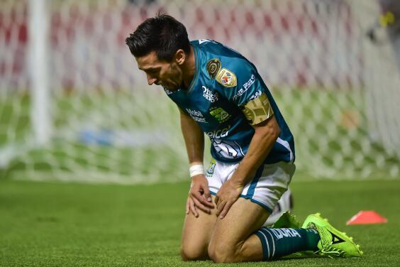 Fernando Navarro tronó por trato a jugadores mayores de 30 años