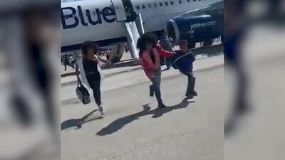 (VIDEO) Cheddy García grabó el aterrizaje de emergencia tras que el avión donde viajaba sufrió un incendio