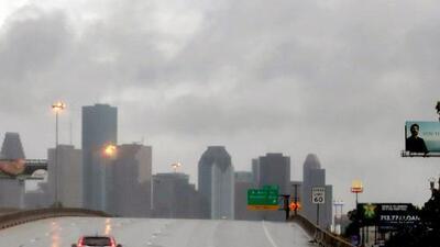 Aunque la tarde llega con algunas lluvias a Houston, el calor intenso se quedará el resto de este martes