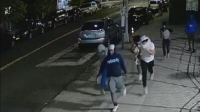 Buscan a varias personas de interés en relación con un tiroteo que dejó cuatro personas heridas en Crown Heights