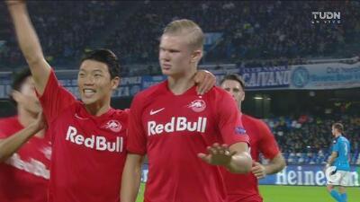 ¡Ay, Koulibaly! El defensa del Napoli regala un penalti y el Salzburg abre el marcador
