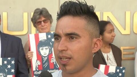 """""""Me aventaron gas lacrimógeno y me doblaron el brazo"""": inmigrantes demandan a prisión de Adelanto alegando malos tratos"""