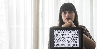 """La ilustradora que le puso rostro a 164 mujeres asesinadas: """"El feminismo salva vidas"""""""