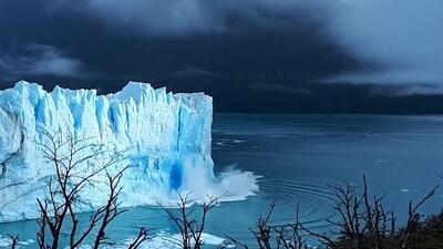 Captan el impresionante momento de una ruptura en el glaciar Perito Moreno