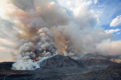 Otro incendio forestal, 'El Dorado Fire' estalló en una ladera en Yucaipa en el condado de San Bernardino California, desde este sábado y hasta este lunes se mantiene activo. <br> <br>