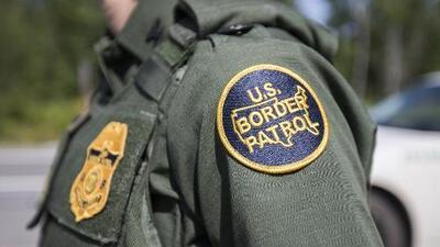 Agentes de la Patrulla Fronteriza realizan entrevistas de miedo creíble a solicitantes de asilo