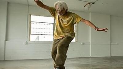 Skater de 61 años protagoniza el nuevo video de The Moth & the Flame
