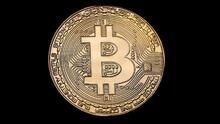 Qué es Bitcoin y cómo funciona: te explicamos las claves de la criptomoneda que está revolucionando el mercado