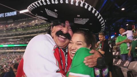 Kevin Arnulfo celebró con una hermosa mexicana el triunfo del Tri ante Irlanda en Nueva York