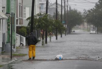 Dorian avanza frente a las Carolinas: las calles desoladas comienzan a desaparecer bajo el agua en Charleston (fotos)