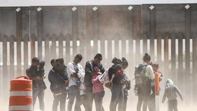 El colapso se agrava: casi 900,000 casos acumulados en las cortes de inmigración