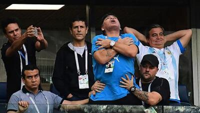 Por sus gestos obscenos, Maradona perdería su cargo como embajador de la FIFA y un suculento ingreso