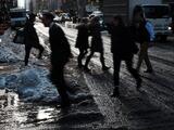 Consecuencias por nevada en NY siguen extendiéndose