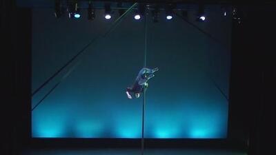 El artista argentino del mástil chino en el Cirque Du Soleil en Broadway