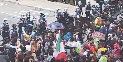 Revelan video del caos que se desató en una protesta en Chicago que dejó arrestos y oficiales lesionados