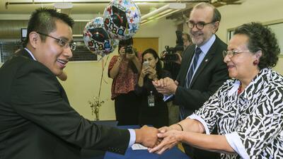 Inmigrantes aprovechan programa de alfabetización en español en EEUU