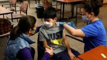 El plan del Distrito Escolar Los Ángeles para vacunar contra el coronavirus a los estudiantes mayores de 12 años