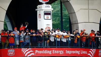 En medio de una gran fiesta, Houston se viste de naranja para apoyar a los Astros