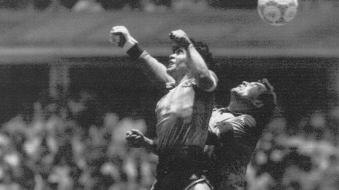 Peter Shilton no perdona a Maradona