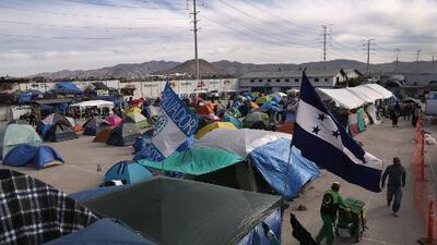 """Cónsul de Honduras en Los Ángeles pide a los migrantes de la caravana que """"se comporten"""" en Tijuana"""