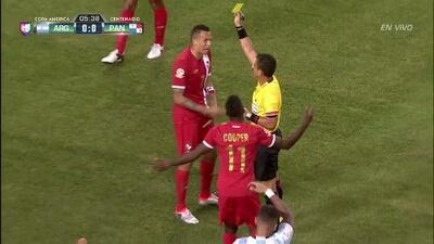 Tarjeta amarilla. El árbitro amonesta a Blas Antonio Miguel Pérez Ortega de Panamá