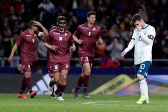 En fotos: ¿Dónde está Messi? Argentina se cae a pedazos ante Venezuela