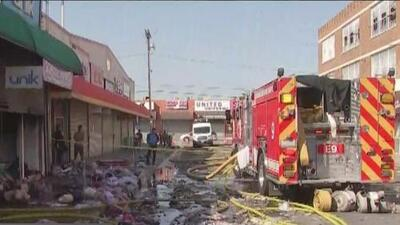 El desolador panorama tras un incendio en el centro de Los Ángeles en un edificio comercial