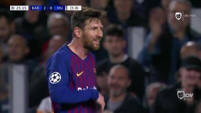 Tiro desviado de Lionel Messi