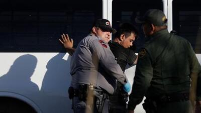 El gobierno planea negar permisos de trabajo a inmigrantes que piden asilo cuando cruzan la frontera por zonas no autorizadas